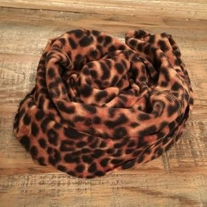 💜 { OLD NAVY } | Fleece Leopard Infinity Scarf